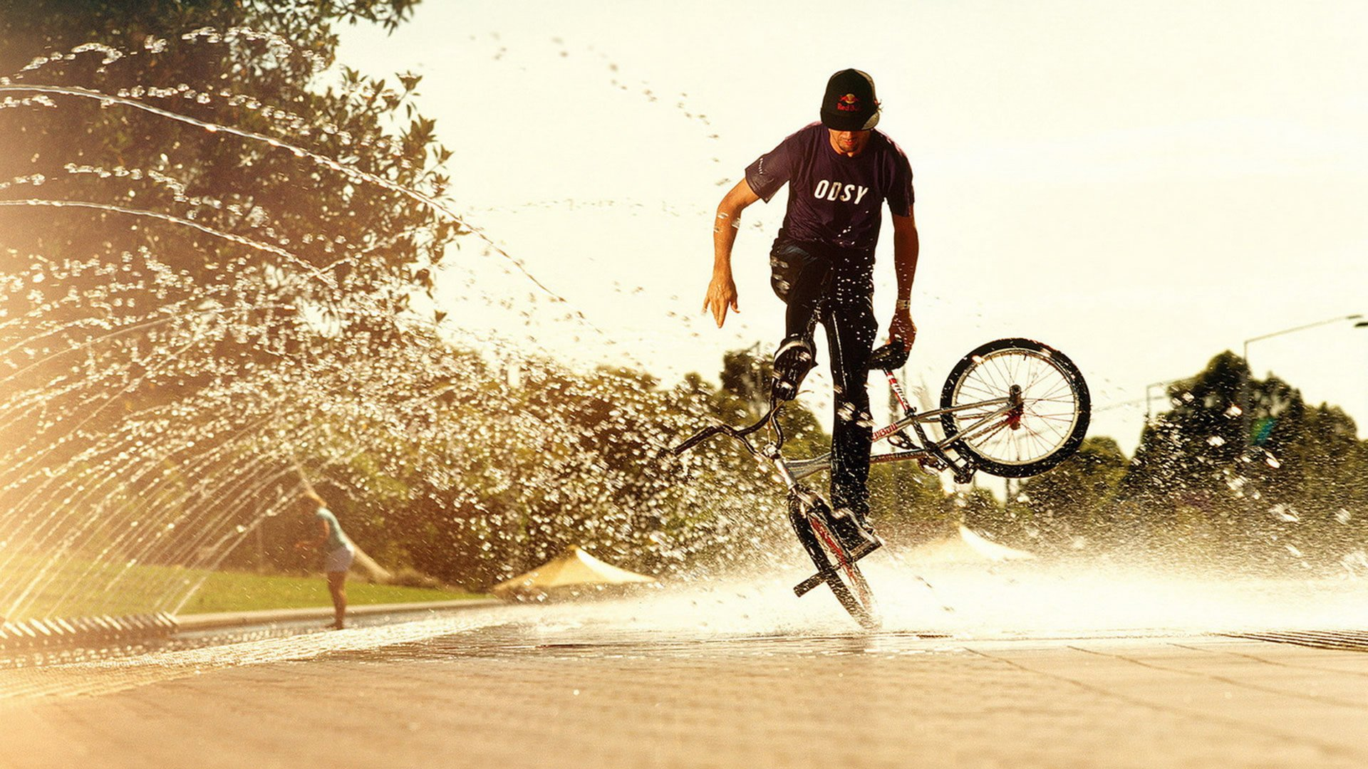 4 Tips Bersepeda yang Tetap Aman di Tengah Musim Penghujan | source: alphacoders.com